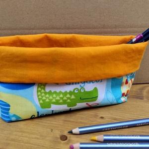 Textil asztali ceruzatartó gyerekeknek, Táska & Tok, Varrás, Íróasztalra ajánlom ezt a textilből készült ceruzatartót.  Méretét a ceruzák méretéhez igazítottam.\n..., Meska