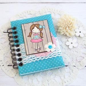 DOTTED'N'CUTE napló ciánkék színben, Otthon & Lakás, Jegyzetfüzet & Napló, Papír írószer, Bájos kislány motívumos napló, emlékkönyv vagy jegyzetfüzet A6-os méretben, ciánkék alapon fehér tűp..., Meska