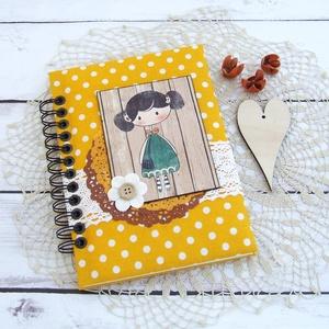DOTTED'N'CUTE napló borostyánsárga színben, Otthon & Lakás, Jegyzetfüzet & Napló, Papír írószer, Bájos kislány motívumos napló, emlékkönyv vagy jegyzetfüzet A5-ös méretben, borostyánsárga alapon fe..., Meska
