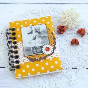 GOOD OLD TIMES napló borostyánsárga alapon fehér pöttyös textillel, Otthon & Lakás, Jegyzetfüzet & Napló, Papír írószer, Bájos kislány motívumos napló, emlékkönyv vagy jegyzetfüzet A6-os méretben, borostyánsárga alapon fe..., Meska