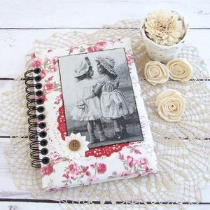 GOOD OLD TIMES napló rózsás textillel, Jegyzetfüzet & Napló, Papír írószer, Otthon & Lakás, Könyvkötés, Decoupage, transzfer és szalvétatechnika, Lányka motívumos napló, emlékkönyv vagy jegyzetfüzet A5-ös méretben, rózsás textillel borítva, üres ..., Meska