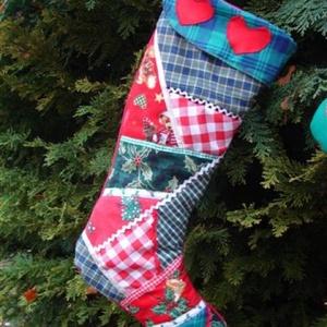 Patchwork Mikulás csizma, Karácsony & Mikulás, Mikulás, Egy örök darab a Mikulás váró csizma, a gyerekkel együtt lehet az ablakba kihelyezni és várni, várni..., Meska