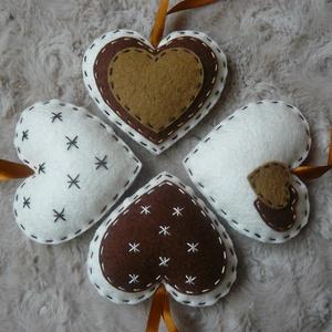 Filc szívek barna-fehér (bejus) - Meska.hu