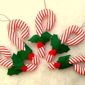 Cukorpálca karácsonyfadísz bogyós 5 db, Karácsony & Mikulás, Karácsonyfadísz, 14 cm magas textildísz. Cukorpálca alakú, puha vatelinnel töltött pamutvászon. Kicsik kezébe is lehe..., Meska