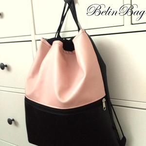 Rózsaszín fekete hátizsák, Táska, Divat & Szépség, Táska, Hátizsák, Varrás, Halvány rózsaszínű textilbőr és fekete textilbőrből készítem. Belül bélelt, kívül egy cipzáras zseb ..., Meska