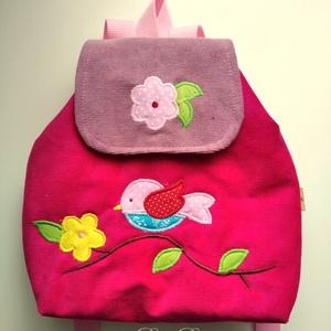 Madaras virágos rózsaszín hátizsák, Kishátizsák, Hátizsák, Táska & Tok, Varrás, Kordbársony gyerekhátizsák, 30 cm magas. 2-5 éves gyerekeknek ajánlom ezt a méretet. \n Fedlapja mágn..., Meska
