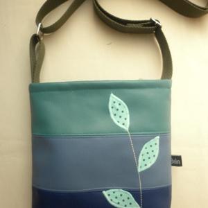 Leveles kis táska , Táska & Tok, 22x24 cm-es kis méretű bélelt cipzáras táska, pénztárcának, kis üveg víznek, telefonnak, kulcsnak. V..., Meska