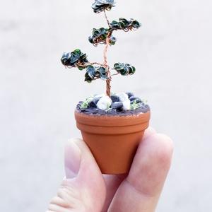 Mini bonsai cserépben, Csokor & Virágdísz, Dekoráció, Otthon & Lakás, Fémmegmunkálás, Szobrászat, Drótból készítettem ezt a miniatűr fácskát. Zöld festékkel tettem látványossá az ágak csoportosulása..., Meska