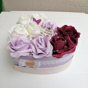 Rózsabox bordó, lila, fehér virágokkal, Csokor & Virágdísz, Dekoráció, Otthon & Lakás, Virágkötés, Színben harmonizáló - bordó, halvány lila és tört fehér- habrózsákból készült rózsadoboz, halvány li..., Meska