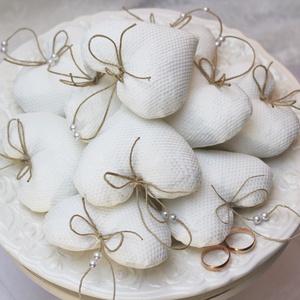 Fehér szív szett - 10 darabos, Otthon & lakás, Dekoráció, Esküvő, Ünnepi dekoráció, Varrás,  Különlegességet kedvelők részére készültek nagy szeretettel ezek a textil szívek. A szett 10db-os, ..., Meska