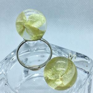 Sárga mini hortenzia műgyanta gyűrű+medál szett, Ékszer, Ékszerszett, Gyűrű, Medál, Ékszerkészítés, Pici gyanta gömbben mini sárga hortenzia virágok.Gömb:1.5 cm\nGyűrű állítható.\nNikkelmentes medál és ..., Meska