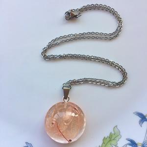 Halvàny rózsaszín hortenzia-műgyanta medál,nyaklánccal, Ékszer, Medál, Nyaklánc, Ékszerkészítés, Félgömb epoxi gyanta medál Halvàny rózsaszín mini hortenzia viràgokkal.\n\n\nMedál:2.8x1.2 cm\nLánc:52 c..., Meska