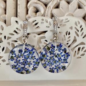 Kék nefelejcsek,kerek-műgyanta,ezüst/925 fülbevaló, Ékszer, Fülbevaló, Lógó csepp fülbevaló, Ékszerkészítés, Kerek forma telis-tele kék nefelejcsekkel.\nEzüst/925 fülbevaló alapra szereltem.\n\nKerek:2.2 cm\nTelje..., Meska