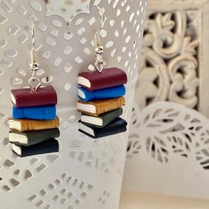 Könyvek fülbevaló-polymer clay, Ékszer, Fülbevaló, Lógó fülbevaló, Gyurma, 5-5 db mini könyv\n\nKönyvek:kb.2x3 cm\nTeljes hossz:5 cm\n, Meska