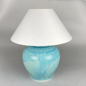 Asztali lámpa - Kerámia asztali lámpa, Otthon & Lakás, Lámpa, Asztali lámpa, Kerámia, Kőcserépből készült kerámia testű asztali lámpa. Kézzel korongozott, figurális frízzel díszített. Zö..., Meska