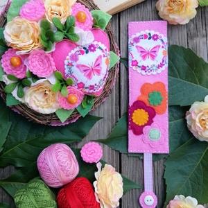 Óvodás örökcsokor-könyvjelző szett, Otthon & Lakás, Dekoráció, Csokor & Virágdísz, Virágkötés, Varrás, Ezt a terméket sok kedvelik, hiszen a 15-18 cm átmérőjű tartós termésekkel, virágokkal készült egyed..., Meska