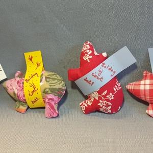 Szerencsemalac piros kollekció, textil malac, ajándékkísérő, újévi meglepetés malac, piros mintás malackák, Otthon & Lakás, Dekoráció, Asztaldísz, Varrás, Kedves szilveszteri, újévi, születésnapi ajándék ez a szerencsemalac, különböző színekben és mintáva..., Meska