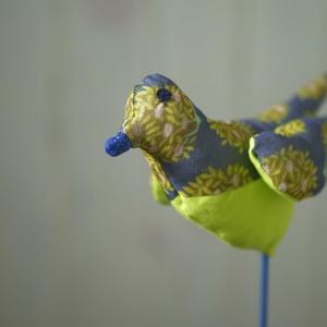 Sokoldalú tavaszi madárka, színes textil madár, madár alakú illatpárna, húsvéti dekoráció - Meska.hu