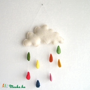 Színes eső, Otthon & Lakás, Dekoráció, Falra akasztható dekor, Hímzés, Varrás, Kedves, fehér színű felhőt gyapjúfilcből készítettem, amelyből vékony fonalon lógnak a vidám, színes..., Meska