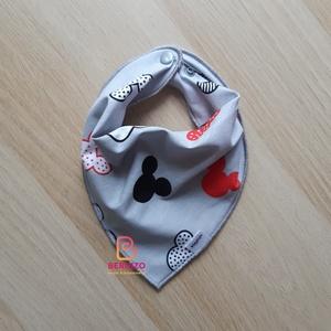 Szürke-fekete fehér piros mintás nyálkendő/babakendő, Ruha & Divat, Babaruha & Gyerekruha, Előke & Nyálkendő, Varrás, Baba-Mama kiváló hasznát veheti, ha a Babád fogacskái bújni kezdenek.\n\nHasználható előkeként, vagy a..., Meska