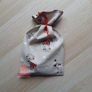Rudolf mintás karácsonyi zsák, Otthon & Lakás, Karácsony & Mikulás, Karácsonyi csomagolás, Varrás, Mintás pamutvászonból készült zsák mikulásra, karácsonyra.\n\nMérete: 30 x 18 cm, Meska