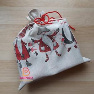 3 Manó mintás ajándékzsák, Otthon & Lakás, Karácsony & Mikulás, Karácsonyi csomagolás, Varrás, Mintás pamutvászonból készült zsák mikulásra, karácsonyra.\nNagy méretű vászon zsák 3 manó mintával\n\n..., Meska