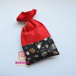 Piros – kék mintás ajándékzsák, Karácsony & Mikulás, Karácsonyi csomagolás, Varrás, Pamutvászonból készült zsák mikulásra, karácsonyra.\nA zsák anyaga pamutvászon.\n\nMérete: 20×35 cm..., Meska