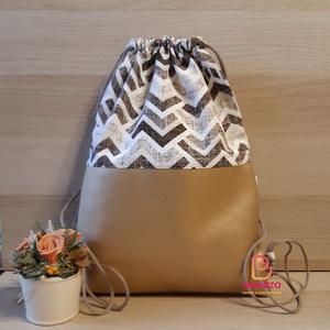 Arany-barna mintás hátizsák, Táska & Tok, Hátizsák, Tornazsák, Gymbag, Designer pamutvászon és textilbőr kombinációjában készült 2 rétegű hátizsák.  Belseje pamutvászonnal..., Meska