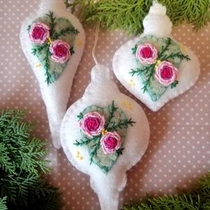 Karácsonyfadísz szett - romantikus vintage jegyében, Otthon & Lakás, Karácsony & Mikulás, Karácsonyfadísz, Hímzés, 3 db kiváló minőségű gyapjúfilcből készült egyedi, romantikus vintage stílust idéző, rokokó hímzésse..., Meska