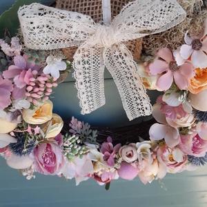 Csupa - virág kopogtató, Otthon & Lakás, Dekoráció, Koszorú, Virágkötés, Nyirfavessző alapra készült kopogtató minőségi virágokkal és kiegészítőkkel.\nPasztell színeivel igaz..., Meska