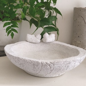 beton madáritató, Otthon & Lakás, Ház & Kert, Madáretető & Itató, Mindenmás, Fehér betonból készült vízálló, fagyálló tál. Átmérő 23cm m:6cm 1.7kg Megrendezésre is készíthető...., Meska