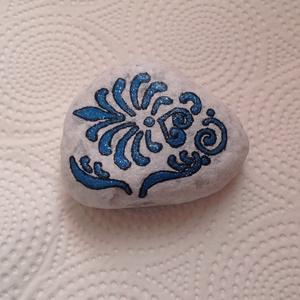 Különleges díszkő, Otthon & Lakás, Kavics & Kő, Dekoráció, 7X8 cm átmérőjű gyönyörű mintázatú kézzel festett dekor díszkő.  Különlegessége, hogy a díszitése cs..., Meska
