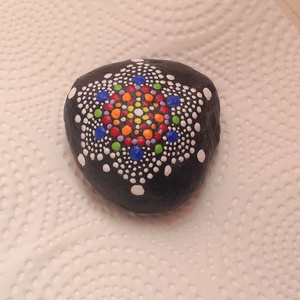 MANDALA spirituális dekor díszkő, Otthon & Lakás, Kavics & Kő, Dekoráció, 6X6 cm átmérőjű spirituális jelentőséggel bíró mandala kő. Jelentése : egy vagyok a fénnyel !!  Akry..., Meska