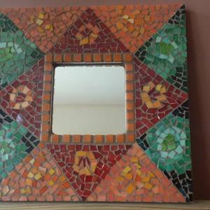 Mozaikos tükör, Lakberendezés, Otthon & lakás, Képkeret, tükör, Dekoráció, Dísz, Mozaik, Többféle árnyalatú narancs és  zöld színű üvegmozaikkal díszített tükör. A  mozaikok között nugát sz..., Meska