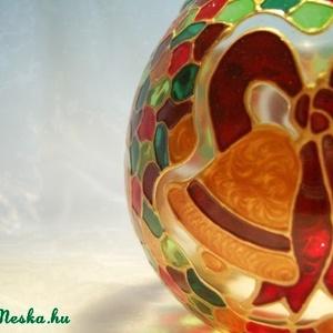Karácsonyi gömböcske, Dekoráció, Otthon & lakás, Karácsonyi, adventi apróságok, Ünnepi dekoráció, Lakberendezés, Képzőművészet, Festett tárgyak, Üvegművészet, Igen gömböcske, mert csupán 8cm-es kis gömb mécsesről van szó :) Masnis csengettyűkkel díszítettem....., Meska