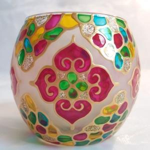 Mini gömböcske, Otthon & lakás, Dekoráció, Lakberendezés, Gyertya, mécses, gyertyatartó, Festett tárgyak, Gyertya-, mécseskészítés, Mini gömb mécses, mandala mintával. \n\nMéret: kb. 8cm\n\nSzínei: arany kontúr, opál, indiai pink, arany..., Meska