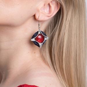 Feminity- sötétkék pirossal kapszulafülbevaló, Ékszer, Lógó fülbevaló, Fülbevaló, Újrahasznosított alapanyagból készült termékek, Ékszerkészítés, Meska