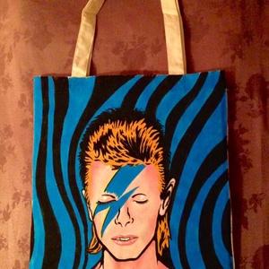 Bowie tatyó, Képzőművészet, Otthon & lakás, Festmény, Akril, Textil, Festészet, Fotó, grafika, rajz, illusztráció, Folytatom tatyófestő imádatom egy másik kedvencemmel,David Bowie-val.\nKérésre,bármilyen más kedvence..., Meska