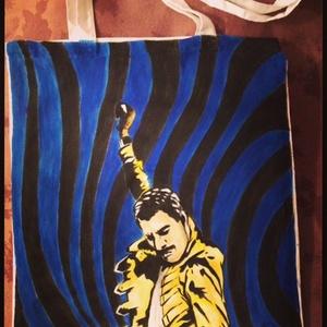 Freddie Mercury tatyó, Képzőművészet, Otthon & lakás, Textil, Táska, Táska, Divat & Szépség, Festészet, Fotó, grafika, rajz, illusztráció, Neked ki a kedvenc előadód,akit magaddal vinnél mindenhová a válladon?Egyedi kívánságokat is megfest..., Meska