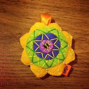 Mandalás kulcstartó/táskadísz, Egyéb, Táska, Divat & Szépség, Kulcstartó, táskadísz, Spirituális töltetű lüktető színű Mandala kulcstartók,amelyek táskadíszként is tökéletesek.Filcből v..., Meska