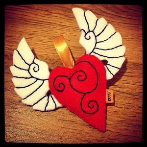 Filc szárnyas szív dísz, Otthon & Lakás, Dísztárgy, Dekoráció, Szépséges reppenő szívecske,amit filcből készítettem.Remek ajándék annak,akit szeretünk.Lehet lakásd..., Meska