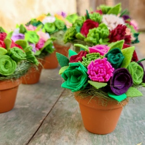 Filc virágcsokor többféle szín, kaspóban, Otthon & Lakás, Dekoráció, Csokor & Virágdísz, Többféle színvariációban készítem ezeket a csokrokat. Ideális ajándék minden alkalomra, ez biztosan ..., Meska