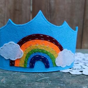 Filc korona szivárvány, Játék & Gyerek, Szerepjáték, Filcből készült korona, otthoni,vagy óvodai-iskolai felhasználásra is alkalmas lehet. A korona megkö..., Meska