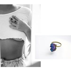 kalkopirit karmos gyűrű, Ékszer, Gyűrű, Ékszerkészítés, Ötvös, sárgaréz, kalkopirit\ngyűrű\nminden ásvány egyedi darab, ezért alakjuk és méretük eltér a képen láthat..., Meska