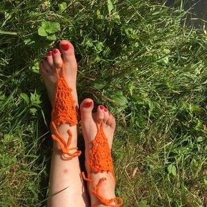 Horgolt narancssárga nyári lábdísz párban, Lábdísz & Lábgyűrű, Lábdísz & Testékszer, Ékszer, Horgolás, Pamutfonalból horgolt lábfejdísz, 8x8x8 cm a háromszög rész, 8 cm a lábujj hurok és 40 cm a bokapánt..., Meska
