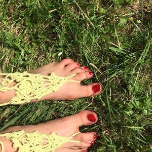 Horgolt pasztelzöld nyári lábdísz párban, Lábdísz & Lábgyűrű, Lábdísz & Testékszer, Ékszer, Horgolás, Pamutfonalból horgolt lábfejdísz, 8x8x8 cm a háromszög rész, 8 cm a lábujj hurok és 40 cm a bokapánt..., Meska