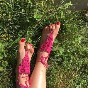 Horgolt pink nyári lábdísz párban, Lábdísz & Lábgyűrű, Lábdísz & Testékszer, Ékszer, Horgolás, Pamutfonalból horgolt lábfejdísz, 8x8x8 cm a háromszög rész, 8 cm a lábujj hurok és 40 cm a bokapánt..., Meska