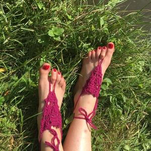 Horgolt bordó nyári lábdísz párban, Lábdísz & Lábgyűrű, Lábdísz & Testékszer, Ékszer, Horgolás, Pamutfonalból horgolt lábfejdísz, 8x8x8 cm a háromszög rész, 8 cm a lábujj hurok és 40 cm a bokapánt..., Meska