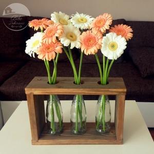 Három váza fa keretben, Otthon & lakás, Dekoráció, Esküvő, Lakberendezés, Kaspó, virágtartó, váza, korsó, cserép, Famegmunkálás, Újrahasznosított alapanyagból készült termékek, Üdvözöllek a boltomban!\n\nDekorációt keresel, különleges megjelenésével megragadja a tekintetet? Vagy..., Meska