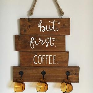 Feliratos kávéscsésze tartó, Amikor reggel kinyitod a szemed, az első gondolatod, hogy KÁVÉ? Addig nem indul be a napod, amíg meg..., Meska